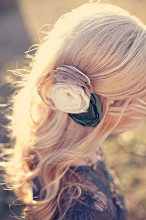 Красивая прическа с длинными распущенными волосами