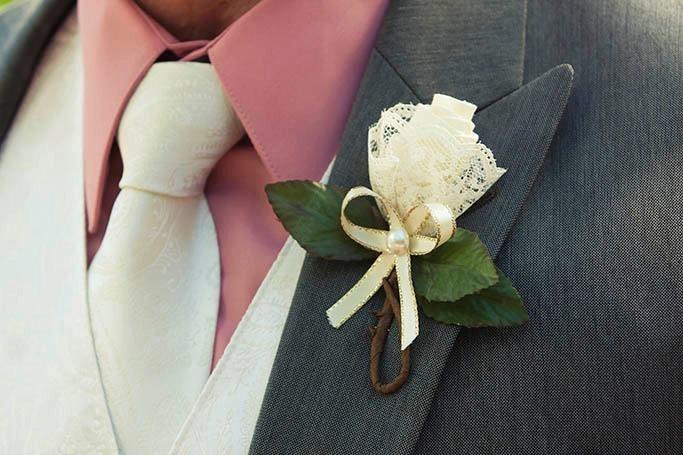 Как сделать свадебную бутоньерку своими руками?