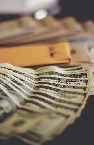 сколько денег дарить на свадьбу друзьям
